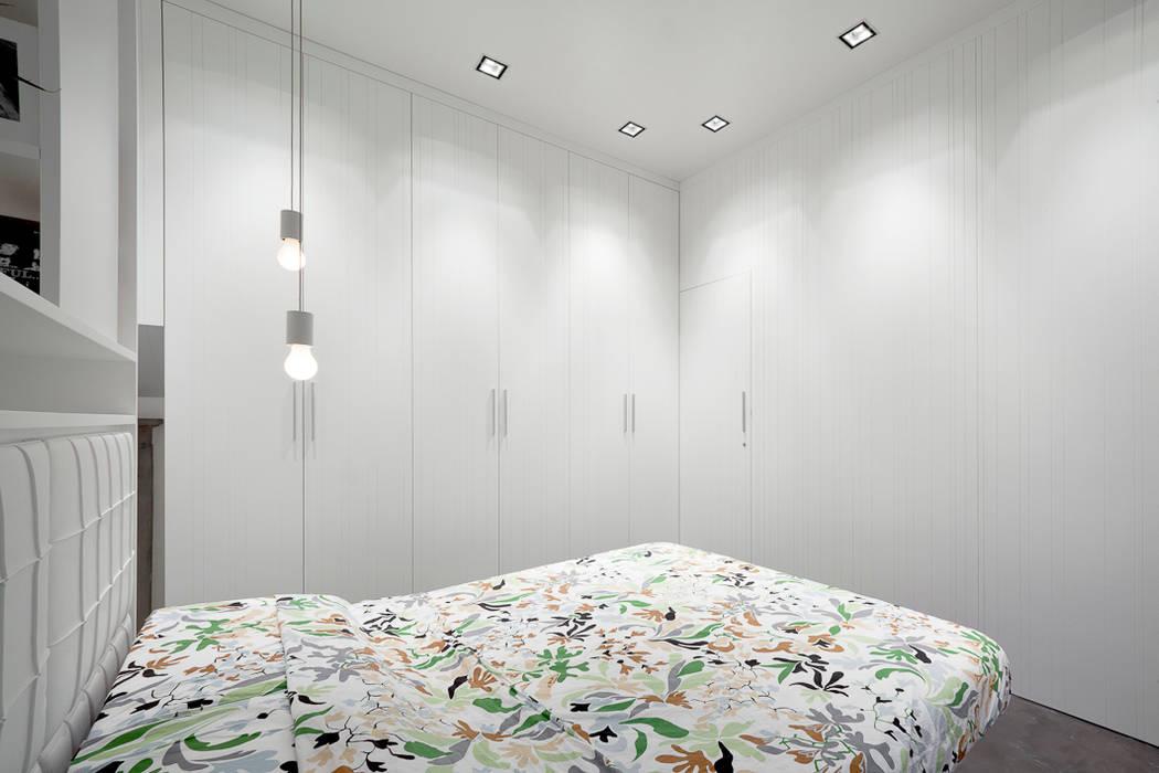Projekty,  Sypialnia zaprojektowane przez 23bassi studio di architettura, Minimalistyczny