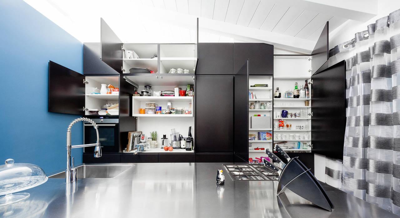 Cocinas de estilo minimalista de 23bassi studio di architettura Minimalista