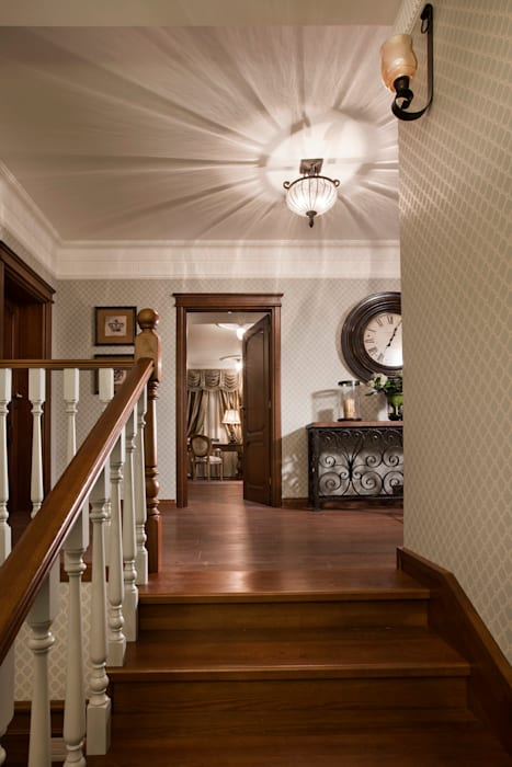 Corridor & hallway by Abwarten!, Colonial