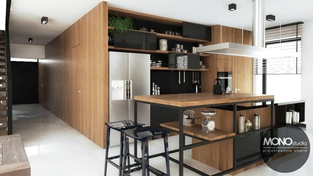 Nowoczesny dom o bardzo ciekawej formie, którego wnętrza korespondują z zewnętrzem.: styl , w kategorii Kuchnia zaprojektowany przez MONOstudio