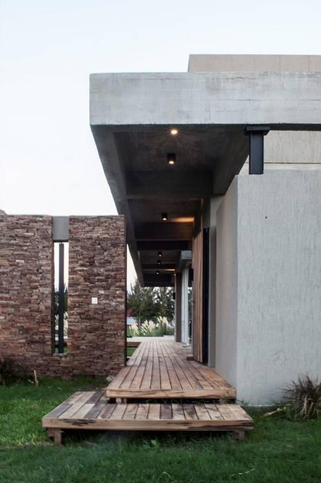Casa MM: Casas de estilo  por FAARQ - Facundo Arana Arquitecto & asoc.,Moderno