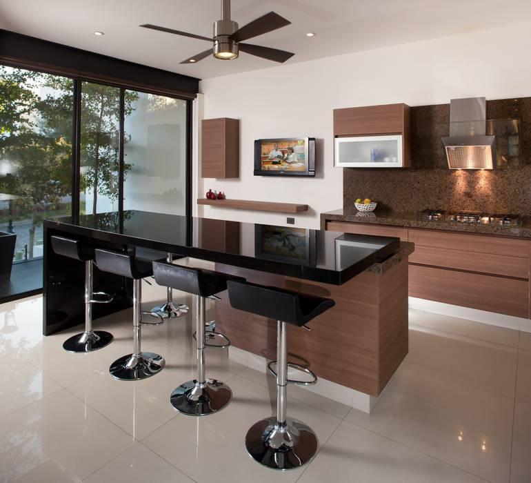 ห้องครัว โดย GLR Arquitectos, โมเดิร์น