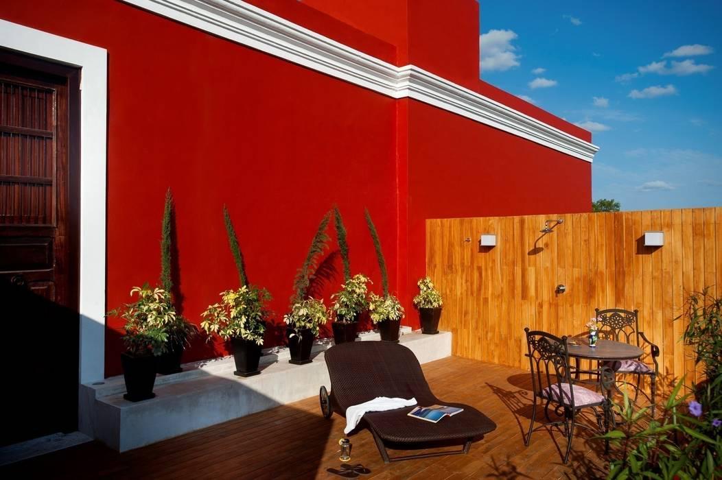 Terraza: Hoteles de estilo  por Taller Estilo Arquitectura