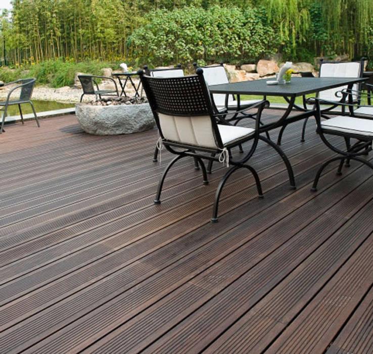 Deck de Bambu, el material del futuro. Balcones y terrazas modernos de WOODGRASS Moderno
