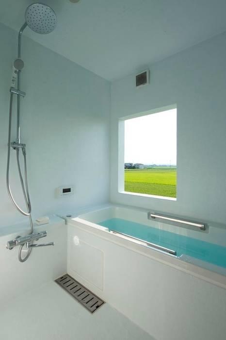4+1HOUSE  (2013): 一級建築士事務所ヨネダ設計舎が手掛けた浴室です。