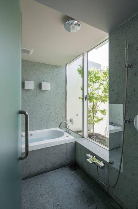 庭とともに時を刻む家 Garden on Garden: A-SEED ASSOCIATESが手掛けた浴室です。