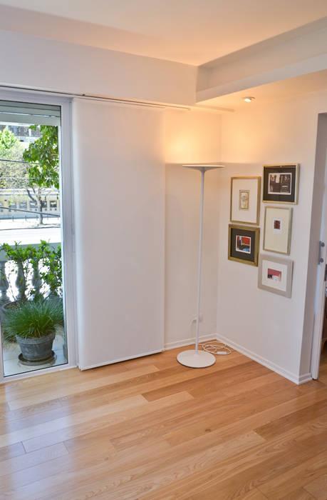 Murs & Sols modernes par GUTMAN+LEHRER ARQUITECTAS Moderne