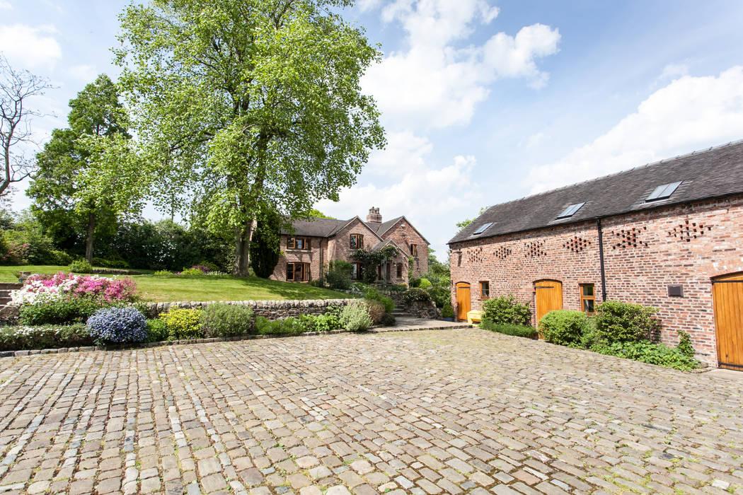 Driveway:  Garden by Barnes Walker Ltd