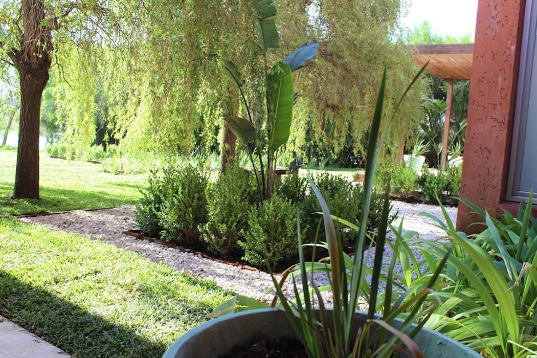 simetria Jardines de estilo moderno de BAIRES GREEN Moderno