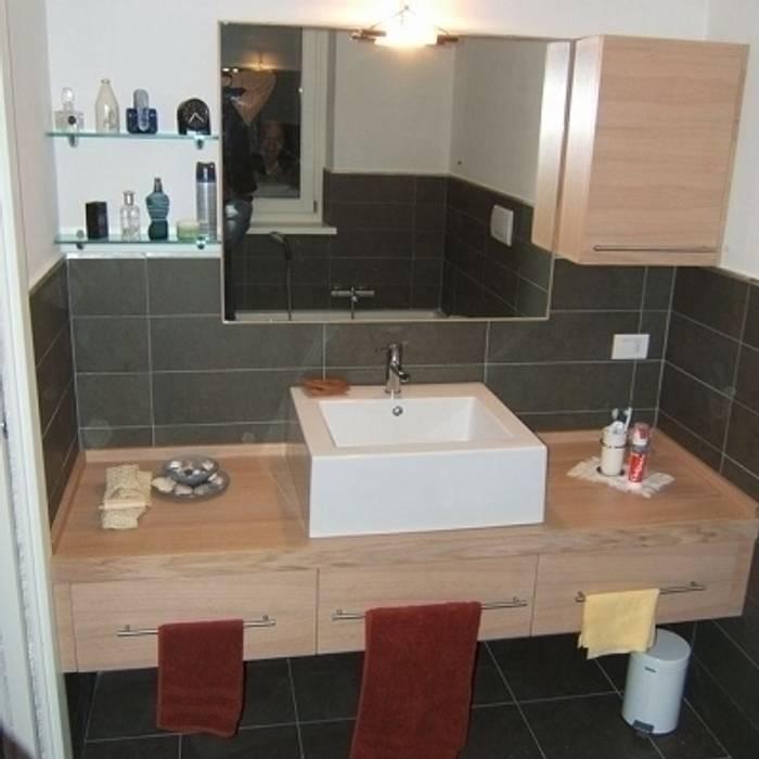 Bagno rovere sbiancato minimalista: Bagno in stile in stile Minimalista di CORDEL s.r.l.