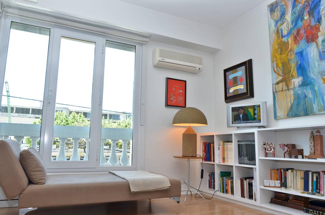 Paredes y pisos modernos de GUTMAN+LEHRER ARQUITECTAS Moderno