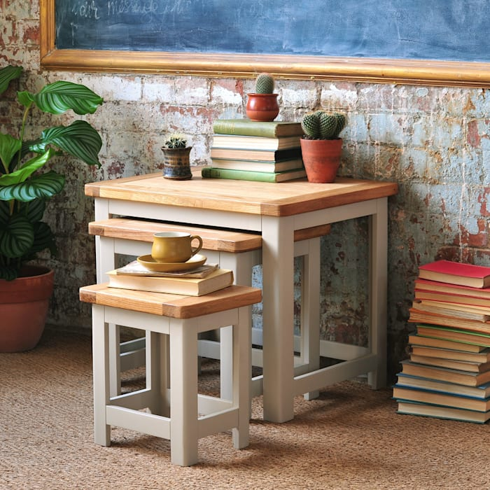 Lundy Stone Grey Nest of Tables par The Cotswold Company Rural