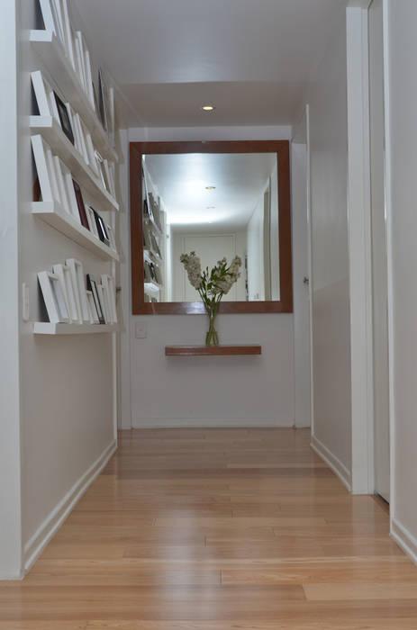 GUTMAN+LEHRER ARQUITECTAS Modern corridor, hallway & stairs