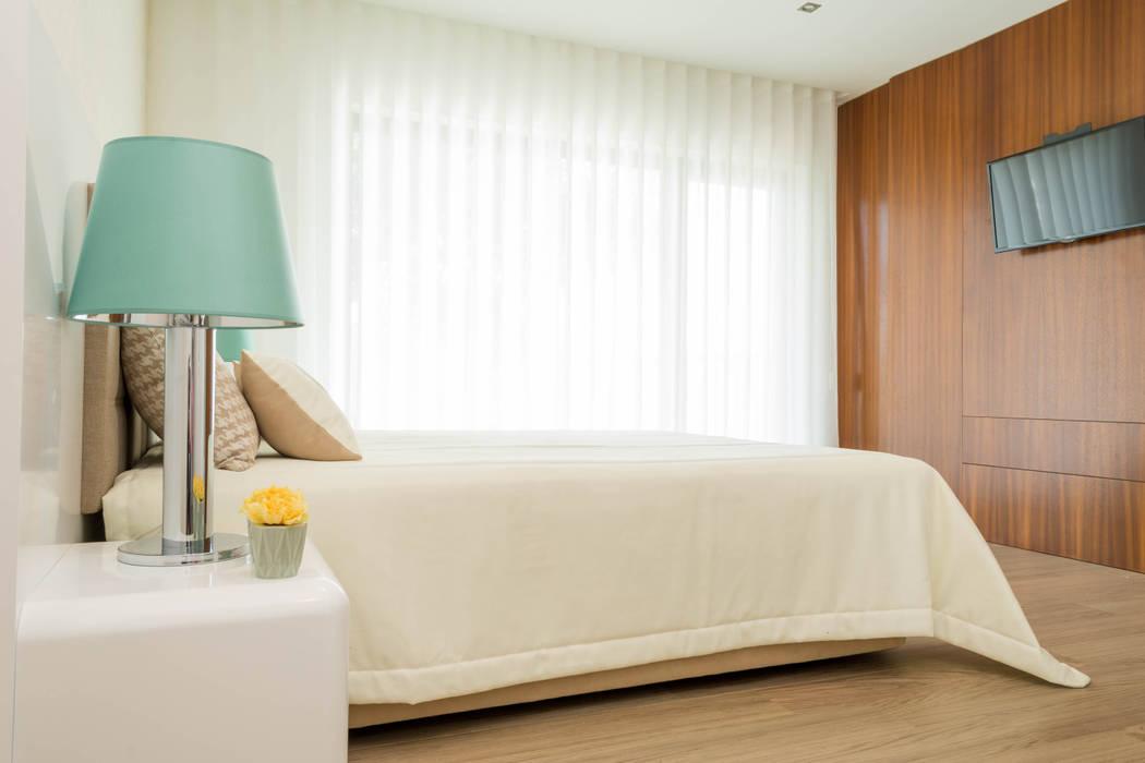 Modern Bedroom by Ângela Pinheiro Home Design Modern Cotton Red