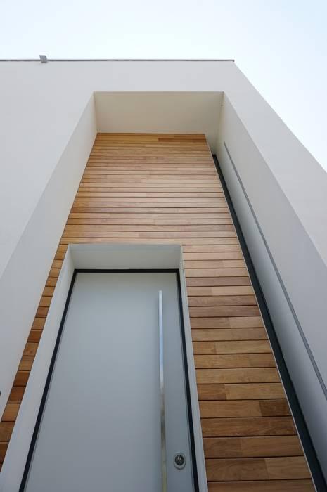 Dettaglio ingresso: Case in stile in stile Minimalista di Plus Concept Studio