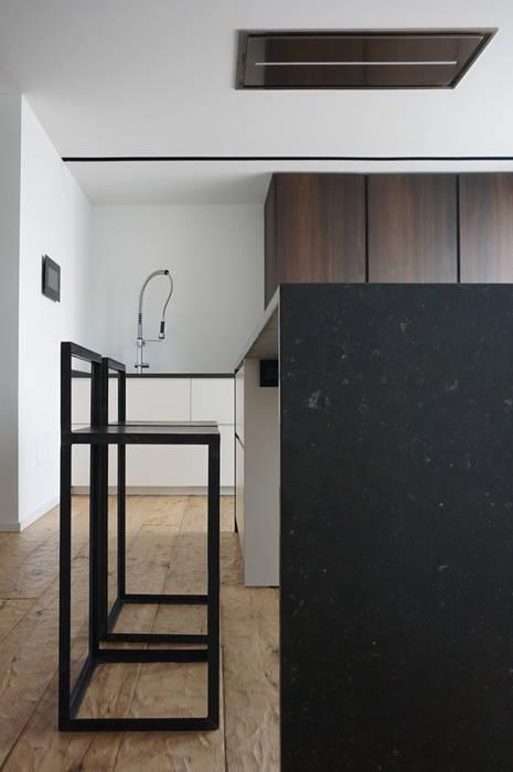 Scorcio Cucina: Cucina in stile in stile Minimalista di Plus Concept Studio