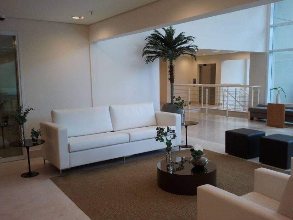 Implantação e Produção - Condomínio Corporativo Corredores, halls e escadas modernos por E|F DESIGN.INTERIORES.PAISAGISMO Moderno