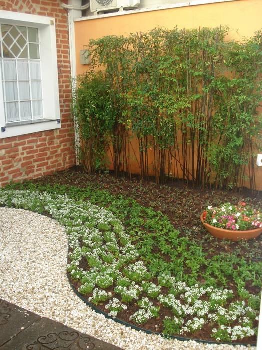 Jardim - entrada clínica: Jardins  por E|F DESIGN.INTERIORES.PAISAGISMO