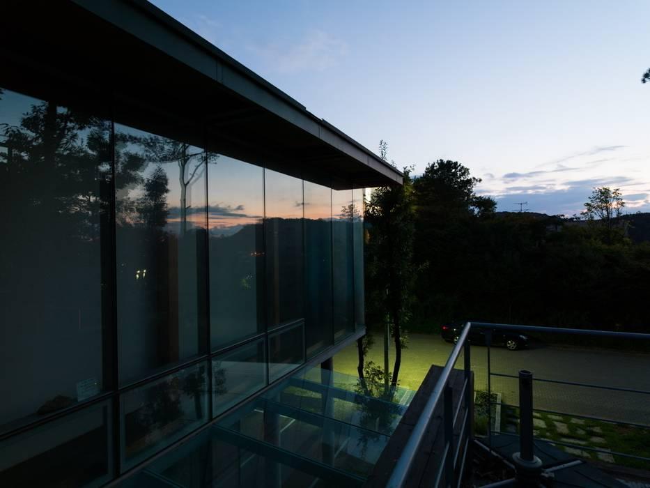 Sosohun Casas modernas de KAWA Design Group Moderno