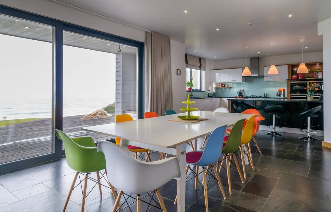 Venus Boardroom/Dining Table:  Dining room by SOAP designs