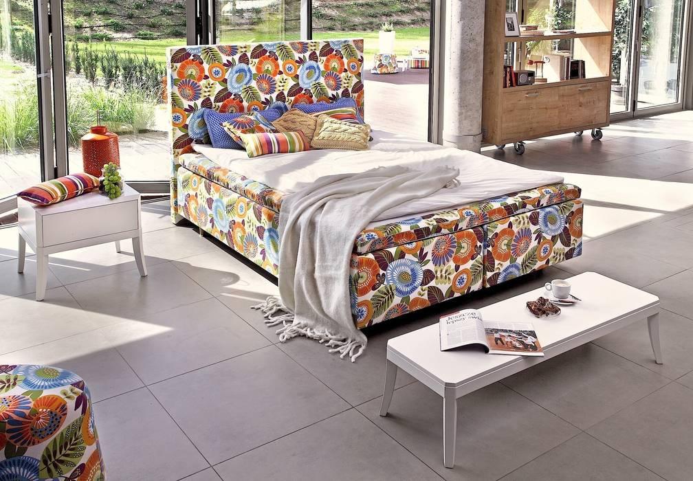 łóżko Duke Flower Power: styl , w kategorii Sypialnia zaprojektowany przez Swarzędz Home