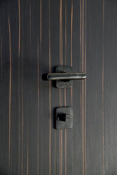 Ph1920/50Q lever handle in dark iron & Privacy turn toilet square in dark iron : modern  door Dauby, Modern