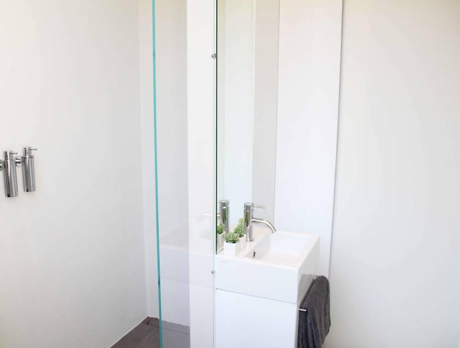 Bagno di servizio bagno in stile in stile minimalista di elisa