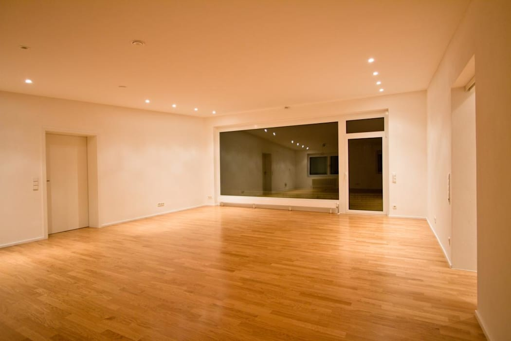 Living room by BPLUSARCHITEKTUR, Modern