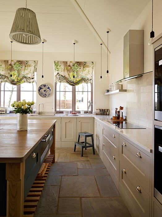 Orford | A classic country kitchen with coastal inspiration:  Kitchen by Davonport, Classic Wood Wood effect