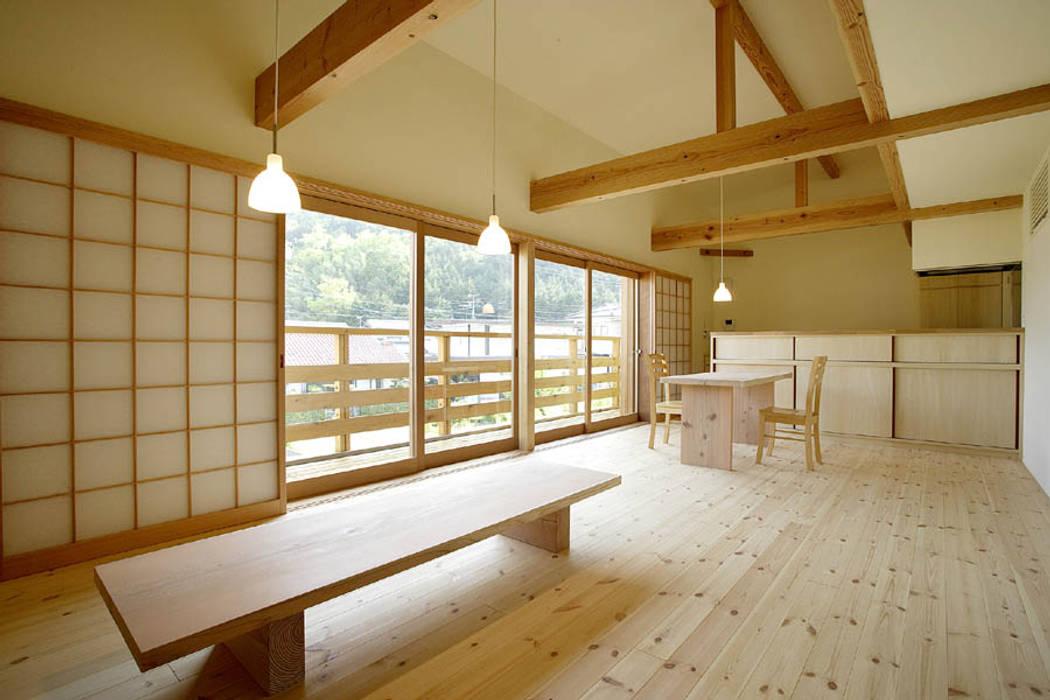 岩崎の家 モダンデザインの リビング の 祐成大秀建築設計事務所 モダン