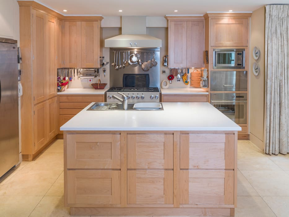 Balham Maple Kitchen designed and made by Tim Wood Dapur Modern Oleh Tim Wood Limited Modern Parket Multicolored