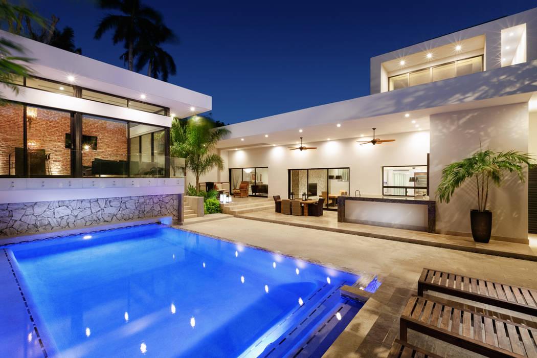 Patio, Alberca y Terraza Albercas modernas de Juan Luis Fernández Arquitecto Moderno