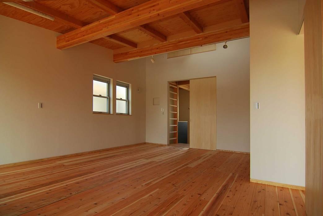 家族室(将来寝室+子供室) モダンスタイルの寝室 の 原 空間工作所 HARA Urban Space Factory モダン