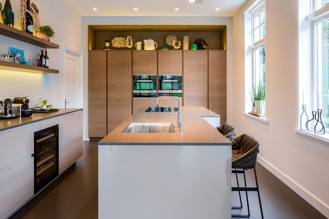 DesignGietvloer in een moderne leefkeuken. www.designgietvloer.nl Moderne keukens van Design Gietvloer Modern