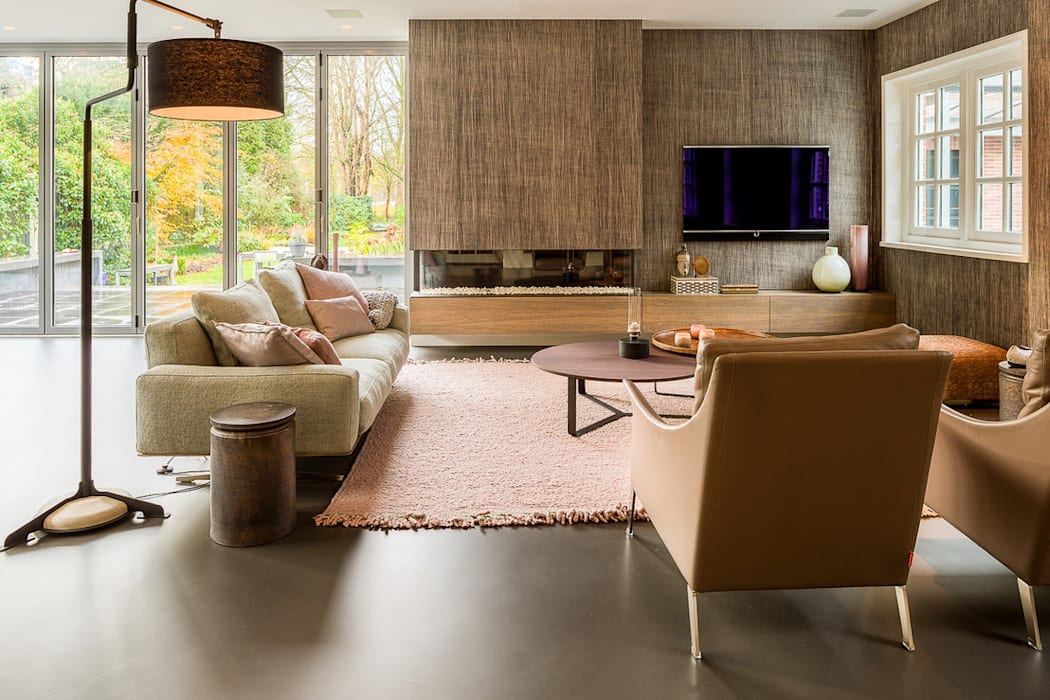 DesignGietvloer in een sfeervolle woonkamer www.designgietvloer.nl:  Woonkamer door Design Gietvloer