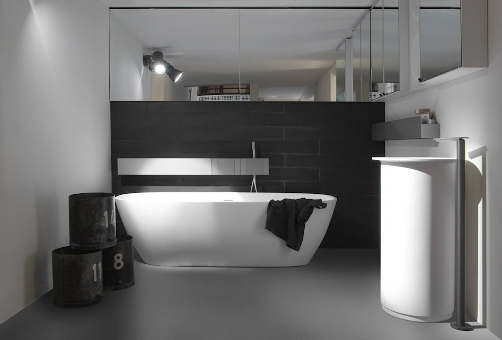 Design Gietvloer in de badkamer. www.designgietvloer.nl:  Badkamer door Design Gietvloer, Modern