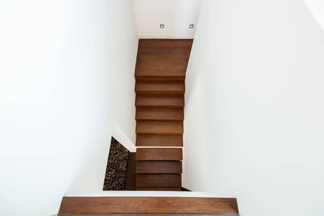 Casa Mar - Avanca Corredores, halls e escadas modernos por a3mais Moderno