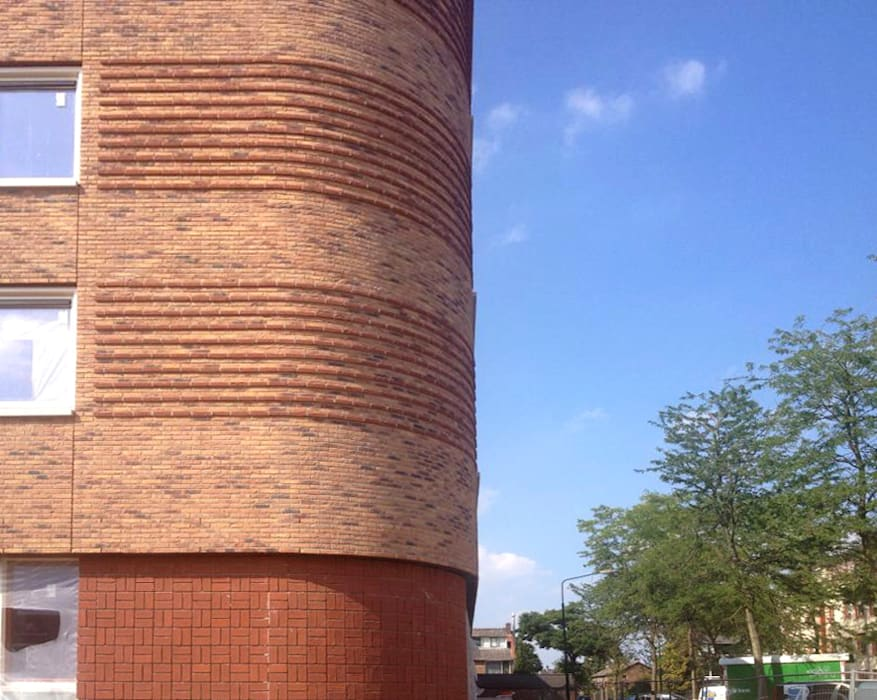 Brick Facade in curves round reliëf :  Huizen door PAA  Pattynama Ahaus Architectuur