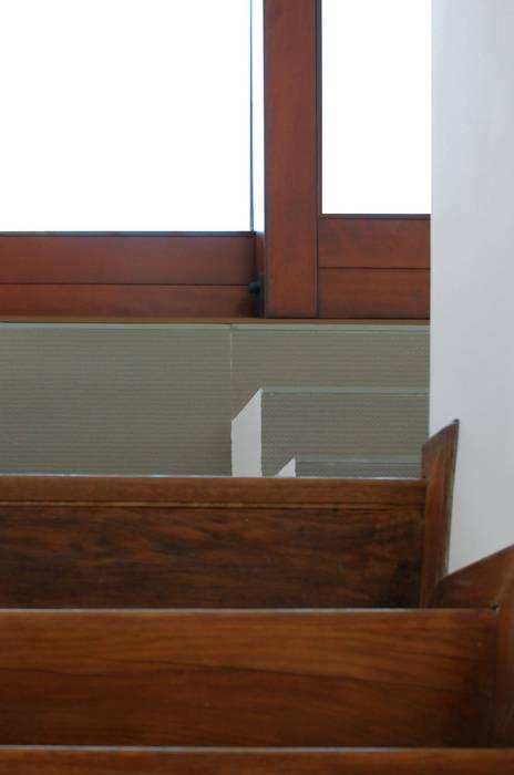 CASA ALL'EUR [2013]: Ingresso & Corridoio in stile  di na3 - studio di architettura