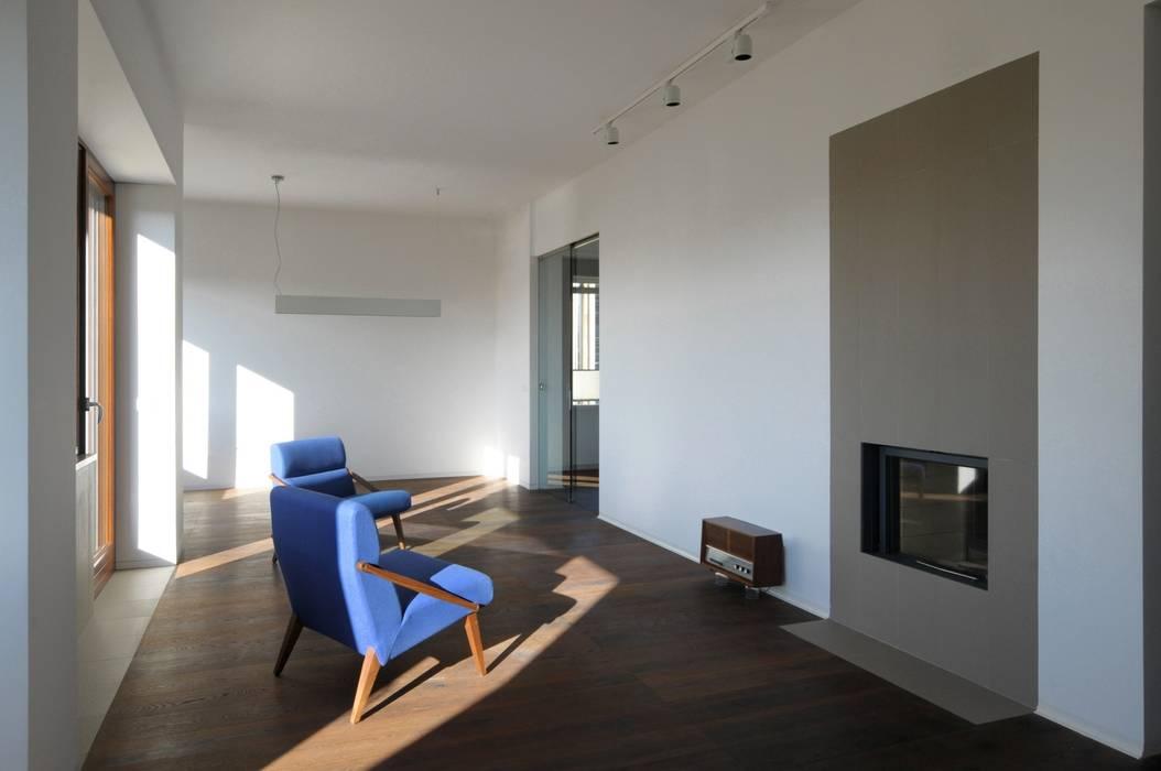 CASA ALL'EUR [2013]: Soggiorno in stile in stile Moderno di na3 - studio di architettura