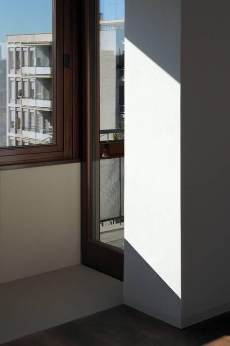 CASA ALL'EUR [2013]: Finestre in stile  di na3 - studio di architettura