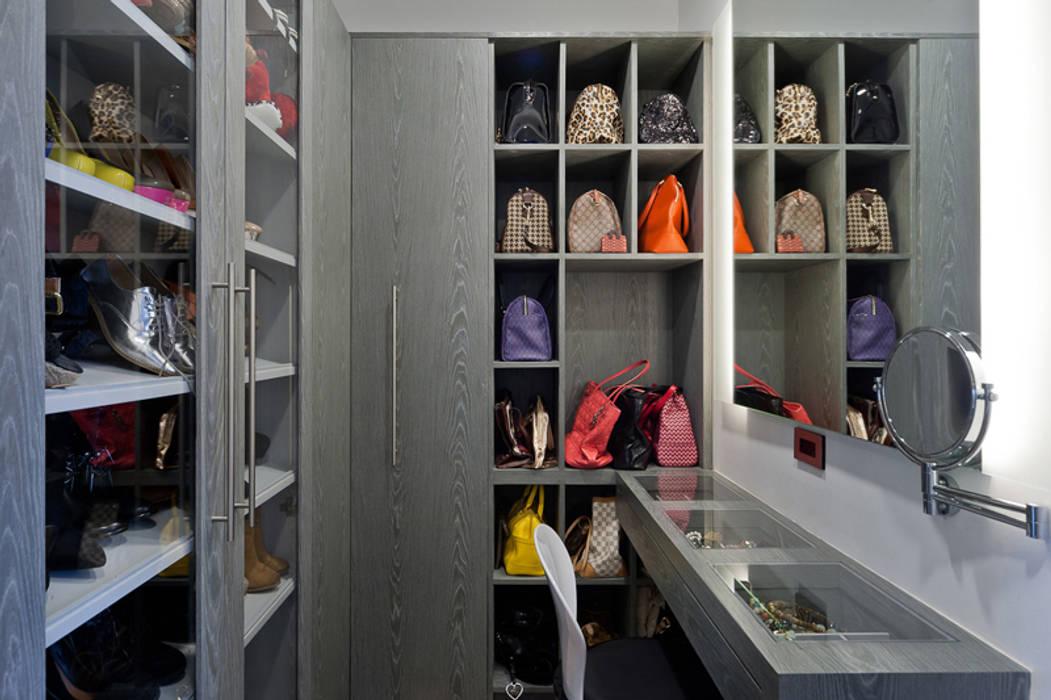 Vestidores de estilo moderno de HO arquitectura de interiores Moderno