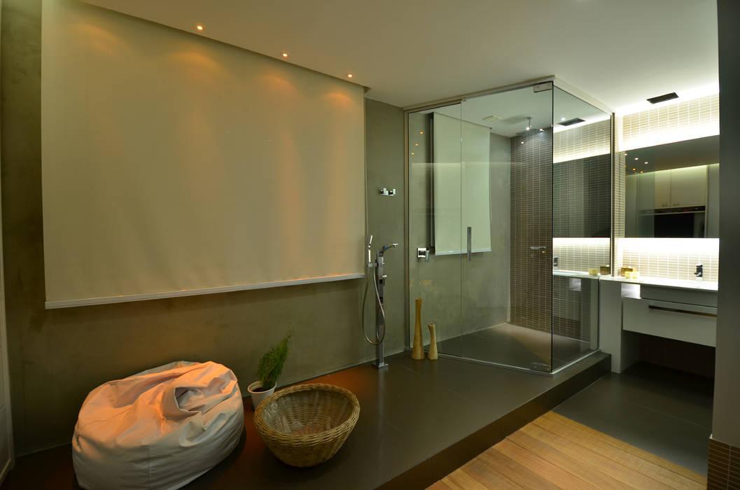 Banho Casal HECHER YLLANA ARQUITETOS Banheiros industriais