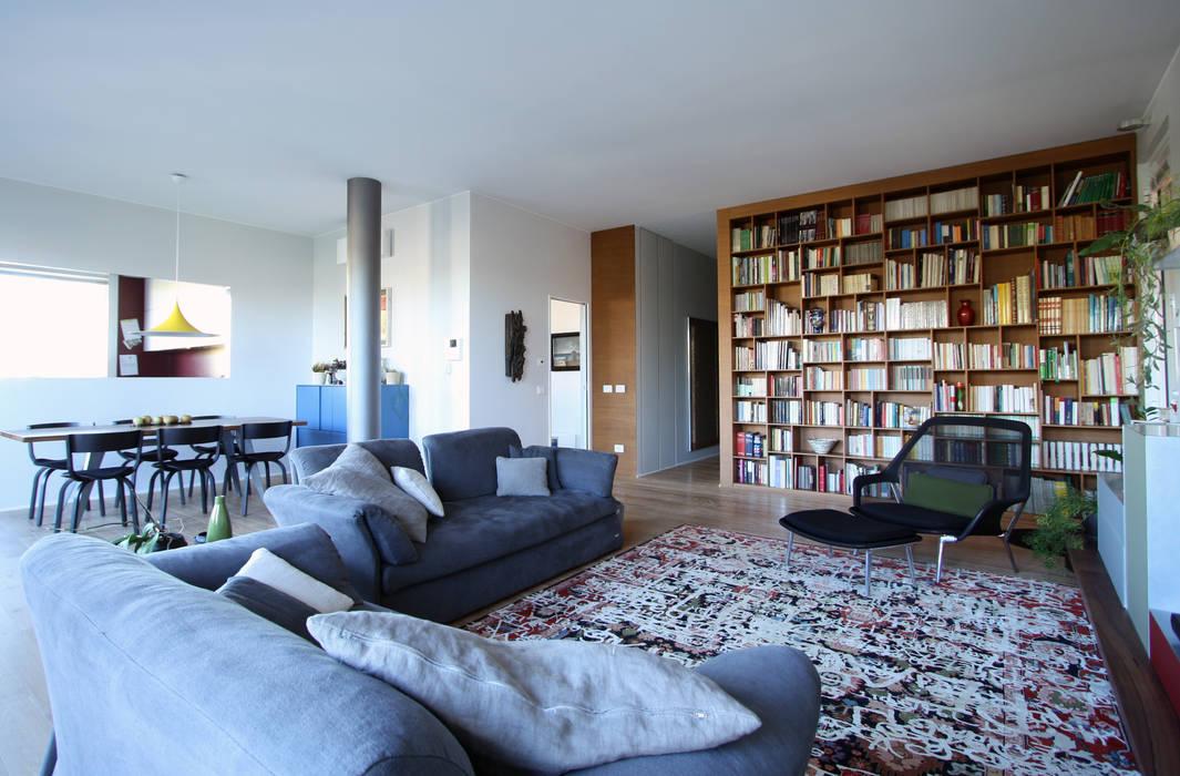 Salas de estar modernas por ARCHITETTO FRANCA DE GIULI Moderno