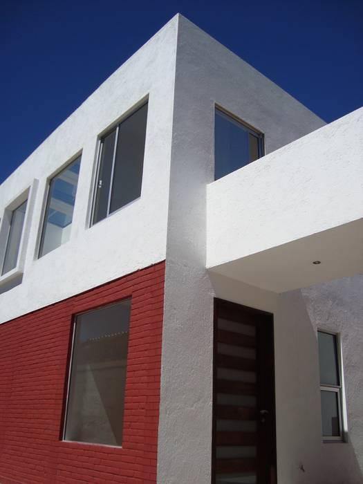 CASA SS: Casas de estilo  por ODRACIR
