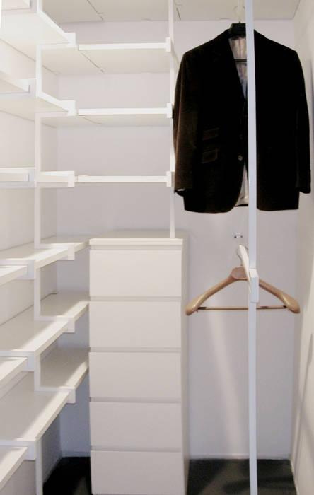 Minimalist dressing room by na3 - studio di architettura Minimalist Iron/Steel