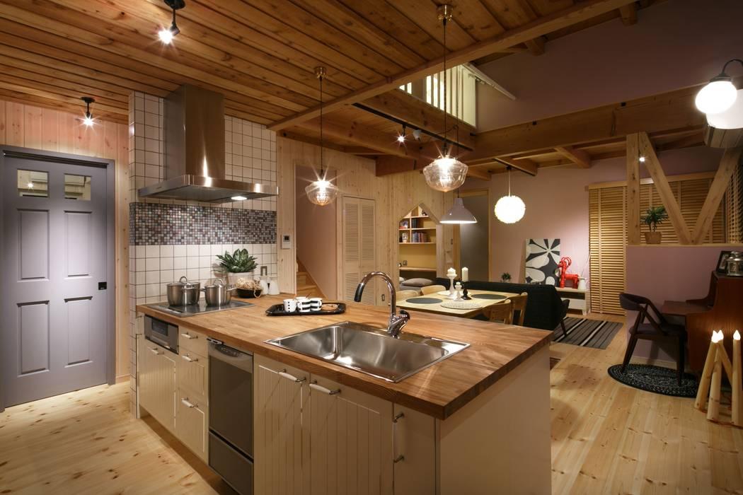 アイランドキッチン 北欧デザインの キッチン の dwarf 北欧 木 木目調