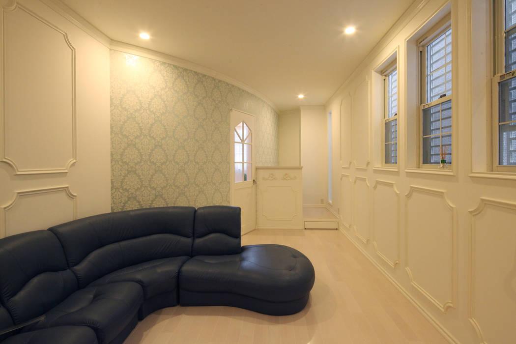 一級建築士事務所アトリエm Livings de estilo clásico