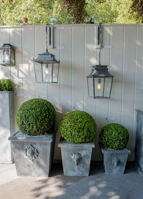 Hanging Lanterns and Zinc Planters A Place In The Garden Ltd. JardínIluminación