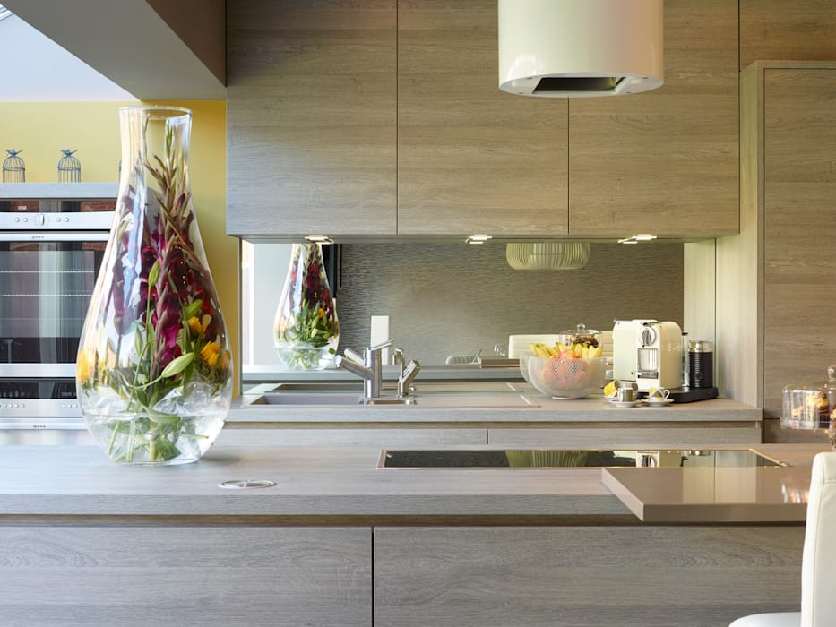 JOHN & RICHARD'S KITCHEN مطبخ من Diane Berry Kitchens